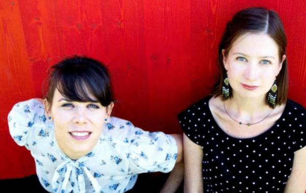 """""""Ich warte, bis ein Text zu mir kommt"""" – ENA (VERENA PRUKA und EMILY SMEJKAL) im mica-Interview"""