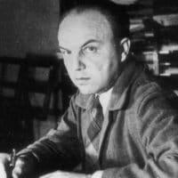 Ernst Krenek start beim Komponieren den Fotografen genervt an.