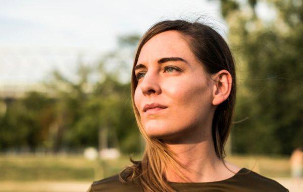 """""""Es gibt einfach diese Frauenthemen, die grundsätzlich kaum besprochen werden"""" – MARY BROADCAST im mica-Interview"""