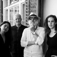 Bild Roland Neuwirth und radio.string.quartet