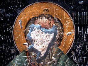 Ornamentrauschen - Heiliger verliert durch Zeit und Mensch Gesicht
